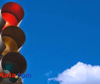 Inilah Alasan dibalik Penggunaan Warna Merah-Kuning-Hijau pada Traffic Light