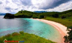 Pantai-pantai Anti Mainstream di Indonesia, Inilah tempatnya !