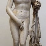 patung telanjang yunani
